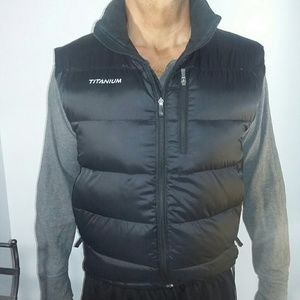 Columbia Titanium down filled vest in black